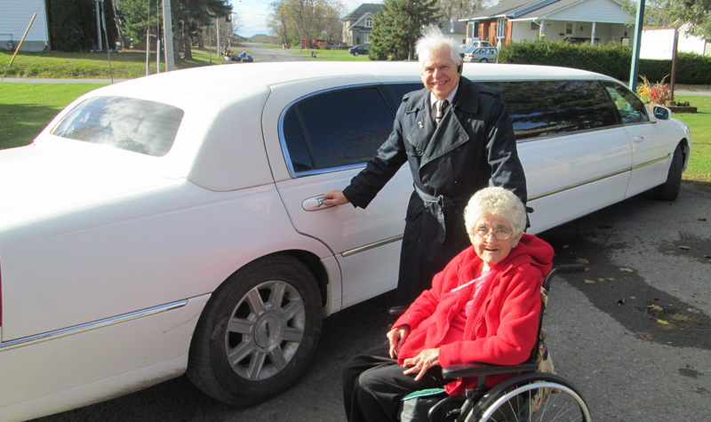 Almonte Country Haven resident Pat Taylor gets ready to go on a limo ride with Tom Toomey of TIP Limousine Service.