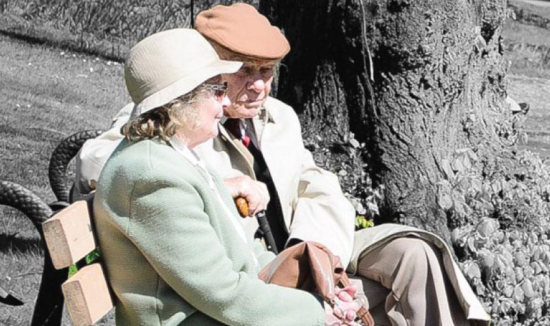 LG-OMNI-Senior-Couple